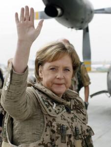 Mutti zu Diensten fürs Vaterland; Sieht nix > Hört nix > tut nix!