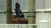 Mit Sturmgewehr als Spielzeugwaffe....