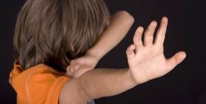 Ein Trauma aus der Kindheit kann einen Menschen ein lebenslang verfolgen - besonders dann, wenn es sich wiederholt.